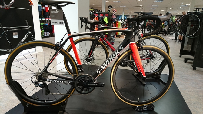2017 Specialized S-Works Tarmac Disc eTap 02.jpg